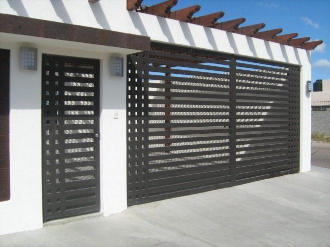 Puertas metálicas exteriores en Manresa